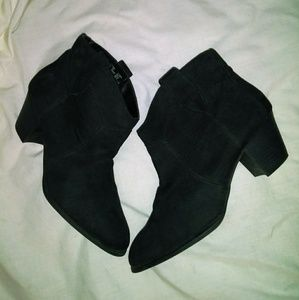 Black faded glory ankle boots / size 10